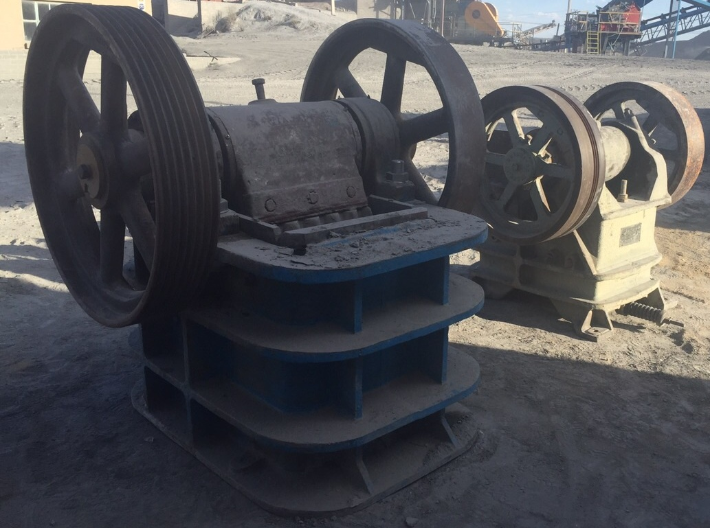 Used Jaw crusher Kobe Allis Chalmers 21-10, good cond. R250 000 :: Used Jaw crusher Osborne 1021, good cond. R180 000